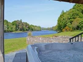 River Lodge - Syya, sleeps 14 in Inverness.