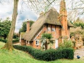 The Grange, sleeps 18 in Maidstone.