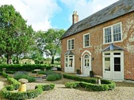 Tarrant Valley House - Sleeps 12, sleeps 12 in Blandford Forum.