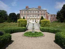 Goodnestone Park, sleeps 18 in Canterbury.