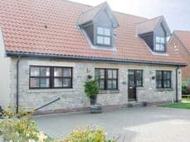 Darling Cottage, sleeps 6 in Bamburgh.