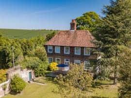 Manor Farmhouse, sleeps 12 in Deal.
