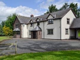 Brynich Villa, sleeps 12 in Brecon.