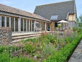 Low Farm Barn, sleeps 14 in Saxmundham.