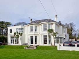 Roydon Villa, sleeps 13 in Torquay.