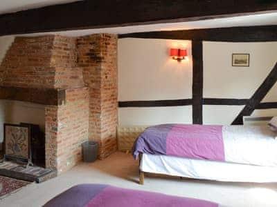 Tudor Cottage thumbnail 8
