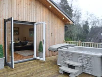 The Woodside Lodge thumbnail 1
