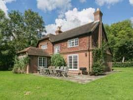 Park Cottage, sleeps 12 in Arundel.