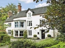 Clifton Cottage, sleeps 12 in Ashbourne.