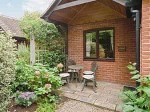 Walnut and Hazelnut Cottages - Walnut Cottage