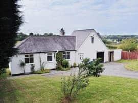 Grey Cottage, sleeps 6 in Beaumaris.