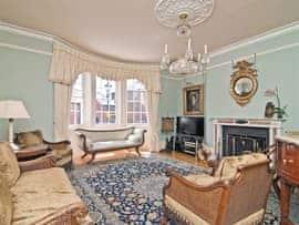 Regents House, sleeps 12 in Arundel.