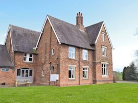 Somersal Farmhouse, sleeps 20 in Ashbourne.