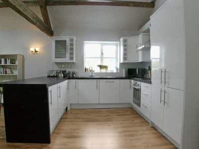 C4Y-RAAE-https://img.chooseacottage.co.uk/Property/437/400/437230.jpg