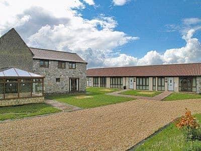 C4Y-W42543-https://img.chooseacottage.co.uk/Property/438/400/438483.jpg