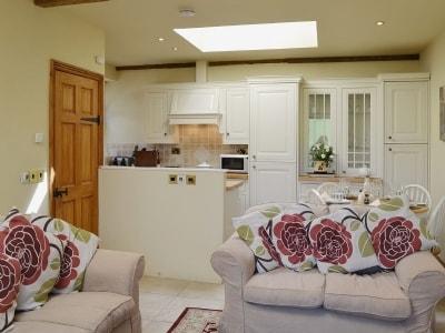 C4Y-25824-https://img.chooseacottage.co.uk/Property/439/400/439187.jpg