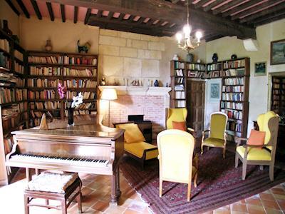 Chateau De Baneuil thumbnail 3