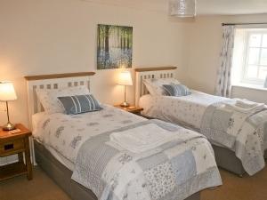 Low Penhowe - Derwent Cottage