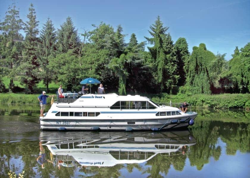 Crusader Boat Holiday