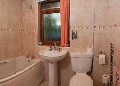 Nevis Lodge bathroom