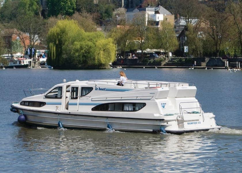 Magnifique Boat Hire