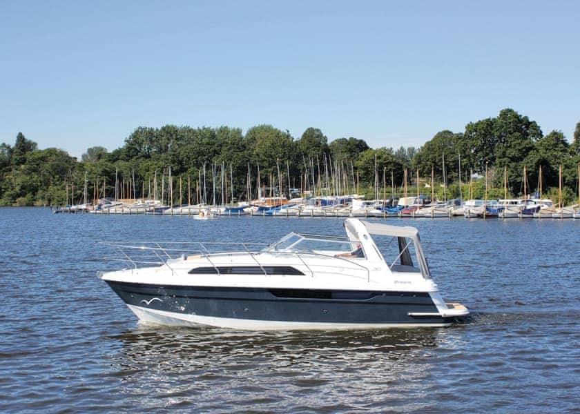 Broom Cadet Pet Boat Hire