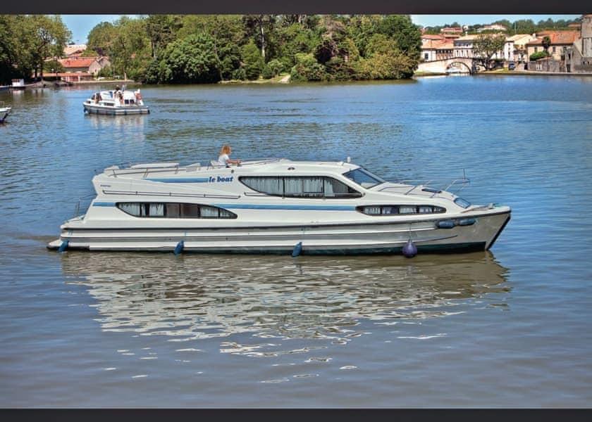 Magnifique Boat Holiday