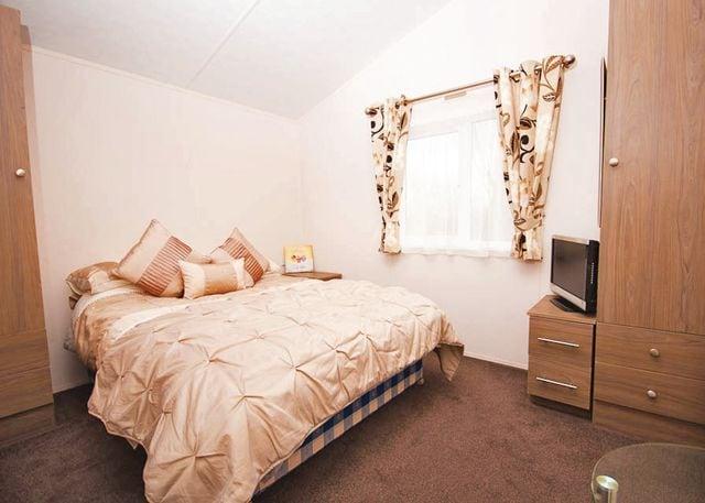 Cheltenham Lodge master bedroom