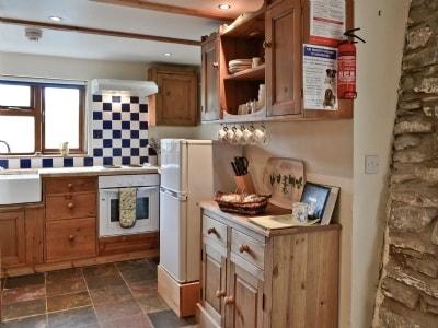 Brynhyfryd Cottage thumbnail 3