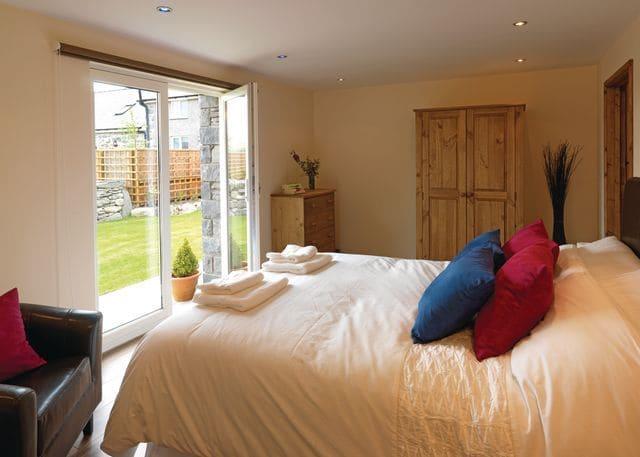 Tyddyn Lliw double bedroom