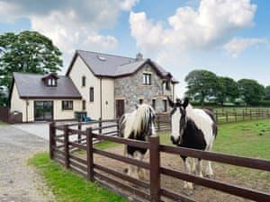 Groes Faen-Bach Farmhouse