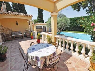 Salon De Provence thumbnail 1