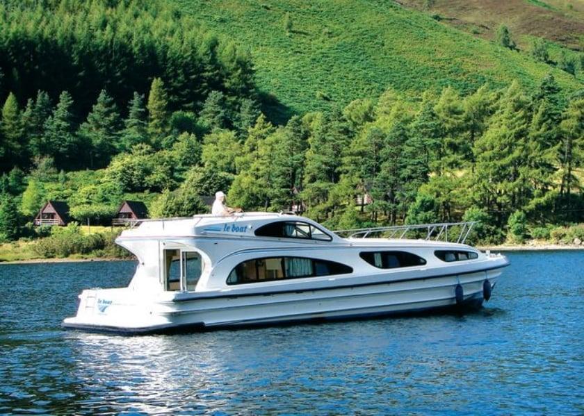 Elegance Boat Holiday