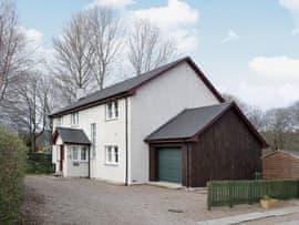 Haugh House, sleeps 10 in Ballindalloch.