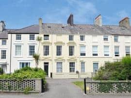 Bank House, sleeps 9 in Beaumaris.