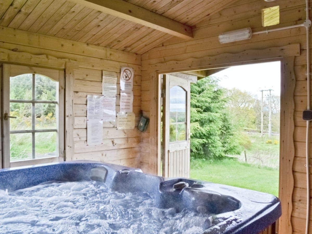 Ashknowe Log Cabin
