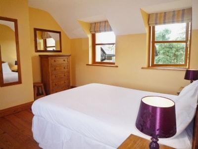 Dingle Courtyard (2 Beds) - Four thumbnail 3