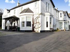Enmore Beach House, sleeps 10 in Dunoon.