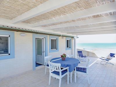 Beachside Villa thumbnail 8