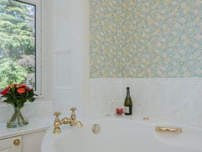 Bathroom   Albion House, Castle Douglas