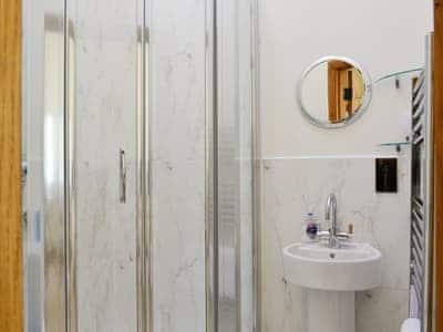 En-suite shower room | Honeysuckle Cottage, Beal, near Holy Island