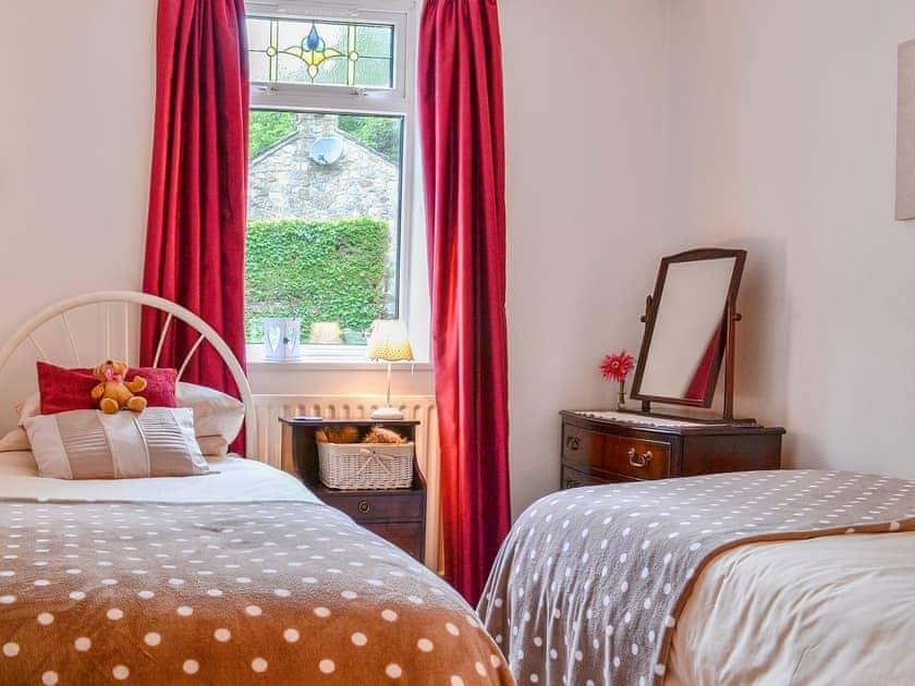 Modest twin bedded room | Riverdale, Riverside, Hawkswick