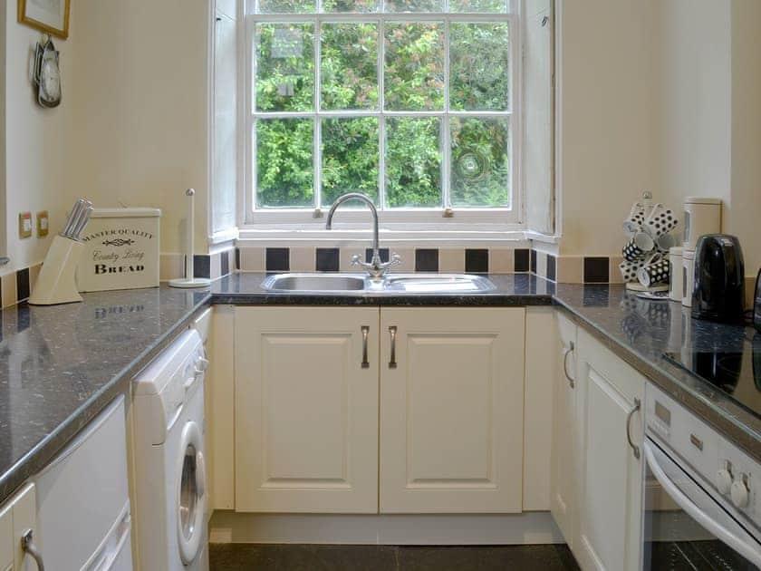 Kitchen | Liam Cottage - Rosecraddoc Manor, Liskeard