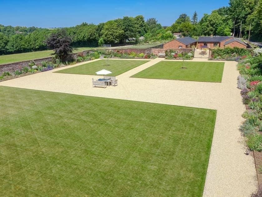Lovely Victorian walled garden | Garden Cottage - Tower Farm Garden Holiday Lets, Soberton, near Southampton