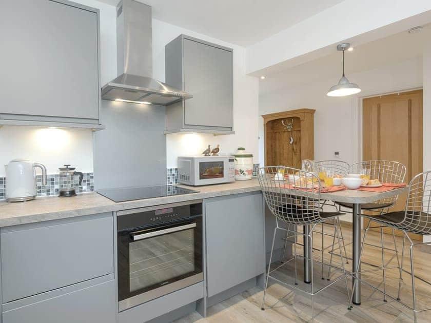 Stylish kitchen/ dining area | Courtyard Cottage - Tower Farm Garden Holiday Lets, Soberton, near Southampton