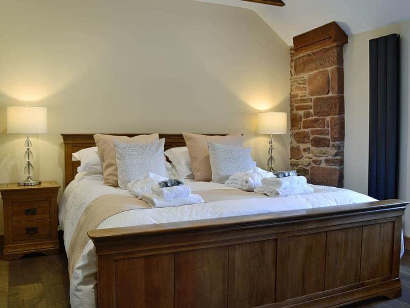 Sumptuous double bedroom | Garth Cottage - Garth House, Brampton