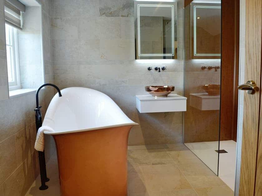 Fantastic en-suite bathroom | Garth Cottage - Garth House, Brampton