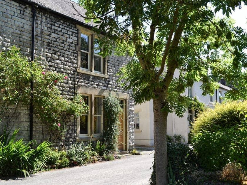 Lovely riverside cottage | River Garden Cottage, Litton Mill, near Buxton