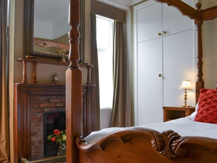 Four poster bedroom | Rhumhor House, Carrick Castle, near Lochgoilhead