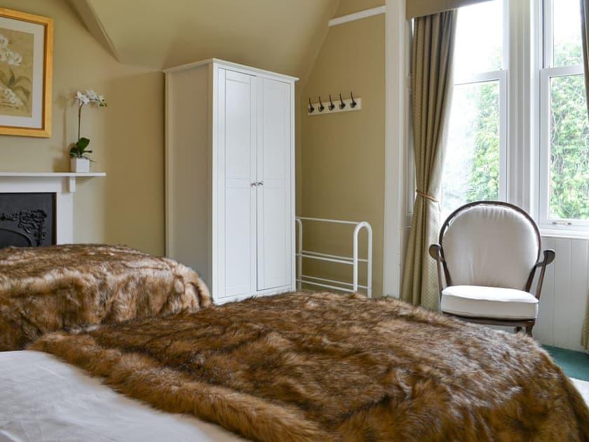 Twin bedroom | Rhumhor House, Carrick Castle, near Lochgoilhead